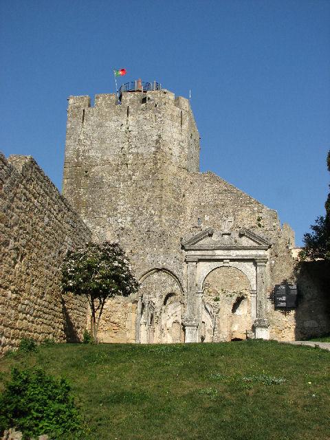 La tour et les vestiges de la chapelle (c) SB