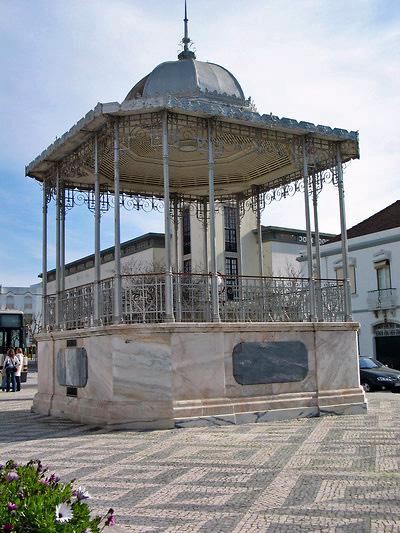 Kiosque en centre ville (c) SB